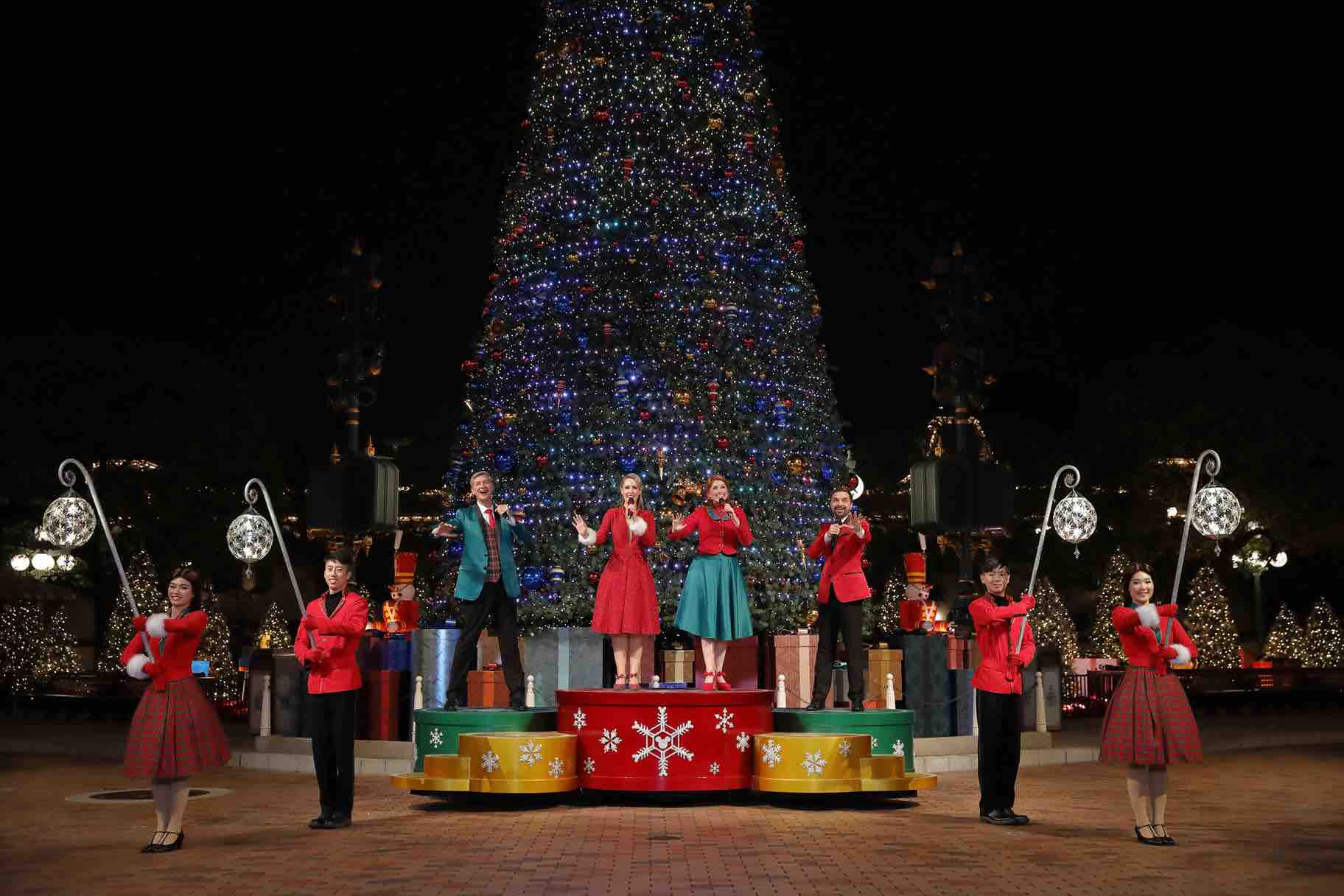 Christmas In Disneyland Hong Kong.Hong Kong Disneyland Christmas Celebration Woos Singapore