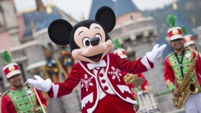 Hong Kong Disneyland Christmas Celebration Woos Singapore Families