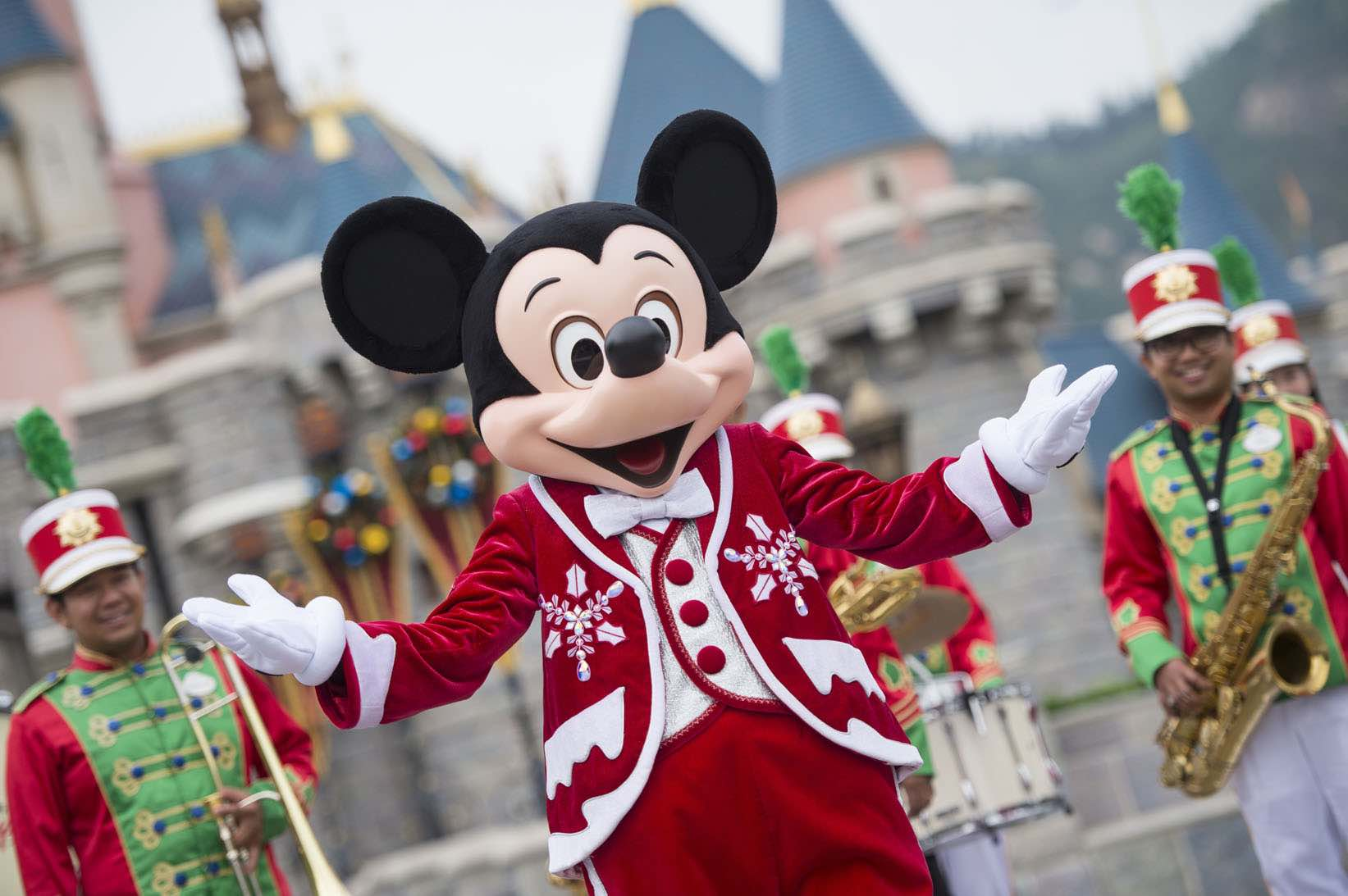 hong kong disneyland christmas celebration woos singapore families with special offers for your hotel stay and park admission which will surely make many - Mickeys Christmas Party Disneyland