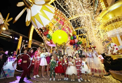 Christmas In The Air @ Harbour City: Santa Airships & 1st HK Drone Show
