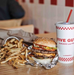 FIVE GUYS Singapore – 1st Singapore Store Opens­ At Plaza Singapura